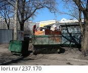 Купить «Мусорный контейнер во дворе, улица Уссурийская, район Гольяново, Москва», эксклюзивное фото № 237170, снято 30 марта 2008 г. (c) lana1501 / Фотобанк Лори