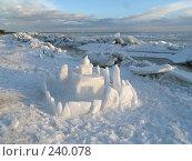 Купить «Церковь из кусков льда среди ледяных глыб», фото № 240078, снято 18 ноября 2018 г. (c) Олег Крутов / Фотобанк Лори