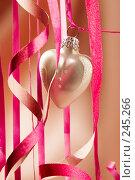 Купить «Новогоднее украшение», фото № 245266, снято 18 марта 2018 г. (c) Кравецкий Геннадий / Фотобанк Лори