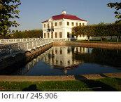 Купить «Петергоф, дом на воде», фото № 245906, снято 24 сентября 2006 г. (c) Мельник Ирина / Фотобанк Лори