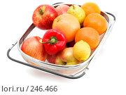 Купить «Большое сито с овощами и фруктами, крупный план», фото № 246466, снято 6 апреля 2008 г. (c) Угоренков Александр / Фотобанк Лори
