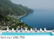 Купить «Вид на бассейн в отеле и море. Италия», фото № 246750, снято 23 мая 2006 г. (c) Татьяна Белова / Фотобанк Лори
