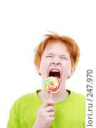 Купить «Рыжий подросток с конфетой», фото № 247970, снято 28 февраля 2008 г. (c) Ольга С. / Фотобанк Лори