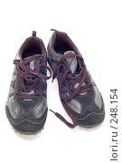 Купить «Серые кроссовки», фото № 248154, снято 20 сентября 2018 г. (c) Угоренков Александр / Фотобанк Лори