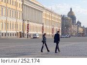 Купить «На Дворцовой площади. Санкт-Петербург», эксклюзивное фото № 252174, снято 25 мая 2006 г. (c) Александр Алексеев / Фотобанк Лори