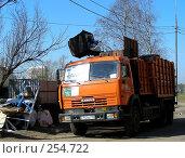 Купить «Уборка мусора. Микрорайон «1 Мая», Балашиха, Московская область», эксклюзивное фото № 254722, снято 9 апреля 2008 г. (c) lana1501 / Фотобанк Лори