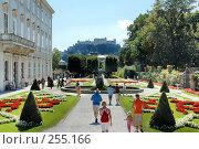 Купить «Сад Мирабель Зальцбург Австрия Вид на замок», фото № 255166, снято 26 августа 2007 г. (c) Игорь Шаталов / Фотобанк Лори