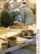 Купить «Центр хирургии. Москва. Операционная», эксклюзивное фото № 255558, снято 20 января 2005 г. (c) Дмитрий Неумоин / Фотобанк Лори