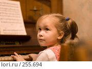 Купить «Юная пианистка», фото № 255694, снято 23 февраля 2008 г. (c) Алла Матвейчик / Фотобанк Лори