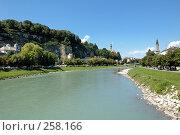 Купить «Вид на скалу со стороны реки Зальцах. Австрия», фото № 258166, снято 26 августа 2007 г. (c) Игорь Шаталов / Фотобанк Лори
