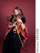 Купить «Девушка играет на скрипке», фото № 259630, снято 29 марта 2008 г. (c) Golden_Tulip / Фотобанк Лори