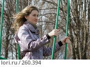Купить «Девушка в парке  на старых качелях», фото № 260394, снято 30 марта 2008 г. (c) Арестов Андрей Павлович / Фотобанк Лори