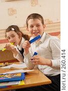 Купить «Линейка за этой партой особая честь», фото № 260414, снято 23 апреля 2008 г. (c) Федор Королевский / Фотобанк Лори