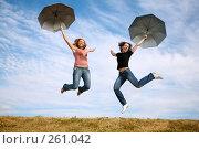 Купить «Две девушки прыгающие с зонтиками», фото № 261042, снято 15 ноября 2019 г. (c) Losevsky Pavel / Фотобанк Лори