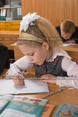 Купить «Мгновение из жизни первого класса», фото № 262718, снято 25 апреля 2008 г. (c) Федор Королевский / Фотобанк Лори