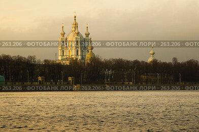 Купить «Смольный собор. Санкт-Петербург», эксклюзивное фото № 263206, снято 2 декабря 2006 г. (c) Александр Алексеев / Фотобанк Лори