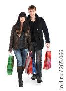 Купить «Молодая пара с подарочными пакетами», фото № 265066, снято 22 ноября 2007 г. (c) Андрей Армягов / Фотобанк Лори
