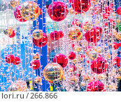 Купить «Новогоднее украшение большого торгового центра», фото № 266866, снято 1 января 2007 г. (c) Анатолий Заводсков / Фотобанк Лори