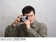 Купить «Человек с фотоаппаратом», фото № 268994, снято 27 марта 2008 г. (c) Anna Kavchik / Фотобанк Лори