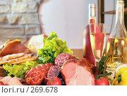 Купить «Натюрморт с колбасами, мясом копченым, овощами, вином и шампанским», фото № 269678, снято 5 ноября 2005 г. (c) Татьяна Белова / Фотобанк Лори