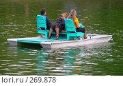 Купить «Люди катаются на катамаране», эксклюзивное фото № 269878, снято 2 мая 2008 г. (c) lana1501 / Фотобанк Лори