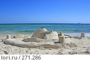 Купить «Замок из песка на морском пляже», фото № 271286, снято 23 сентября 2018 г. (c) Вероника Галкина / Фотобанк Лори