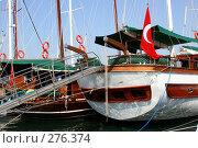 Купить «Яхты на причале», фото № 276374, снято 18 июня 2019 г. (c) ElenArt / Фотобанк Лори