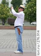 Купить «Турист с георгиевской ленточкой», эксклюзивное фото № 276914, снято 5 мая 2008 г. (c) Журавлев Андрей / Фотобанк Лори