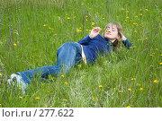 Купить «Девушка лежит на траве и нюхает одуванчик», фото № 277622, снято 20 апреля 2008 г. (c) Арестов Андрей Павлович / Фотобанк Лори