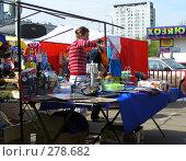 Купить «Рынок выходного дня, улица Уссурийская, район Гольяново, Москва», эксклюзивное фото № 278682, снято 1 мая 2008 г. (c) lana1501 / Фотобанк Лори