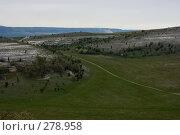 Купить «Дорога через поле», фото № 278958, снято 2 мая 2007 г. (c) Андрей Пашкевич / Фотобанк Лори