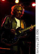 Купить «Гитарист на концерте», фото № 281090, снято 20 февраля 2019 г. (c) Антон Белицкий / Фотобанк Лори