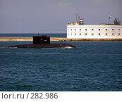 Купить «Подводная лодка входит в Севастопольскую бухту», фото № 282986, снято 15 августа 2018 г. (c) Наталья Ткаченко / Фотобанк Лори