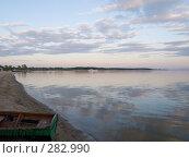 Купить «Лодка на песке», эксклюзивное фото № 282990, снято 10 мая 2008 г. (c) Алина Голышева / Фотобанк Лори