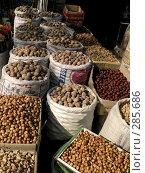 Купить «Орехи», фото № 285686, снято 23 октября 2018 г. (c) Вера Тропынина / Фотобанк Лори
