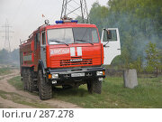 Купить «Пожарный автомобиль в лесу, на месте тушения пожара», фото № 287278, снято 12 мая 2008 г. (c) Эдуард Межерицкий / Фотобанк Лори