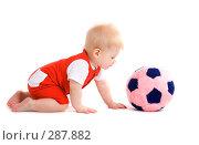Купить «Малыш 7 месяцев с игрушечным футбольным мячом», фото № 287882, снято 29 февраля 2008 г. (c) Вадим Пономаренко / Фотобанк Лори