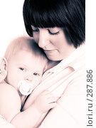 Купить «Мама и грудной ребенок», фото № 287886, снято 29 февраля 2008 г. (c) Вадим Пономаренко / Фотобанк Лори