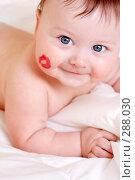 Купить «Ребенок и поцелуй», фото № 288030, снято 27 марта 2007 г. (c) Алена Роот / Фотобанк Лори