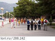 Купить «После школы, набережная, Геленджик», фото № 288242, снято 4 сентября 2007 г. (c) Андрей Андреев / Фотобанк Лори