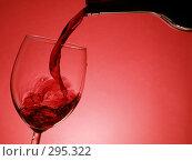 Купить «Красное вино», фото № 295322, снято 17 января 2007 г. (c) Роман Сигаев / Фотобанк Лори