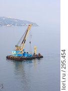 Купить «Морской транспорт. Кран», эксклюзивное фото № 295454, снято 2 мая 2008 г. (c) Дмитрий Неумоин / Фотобанк Лори