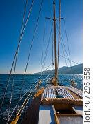 Купить «Яхта», фото № 295658, снято 9 августа 2006 г. (c) Кравецкий Геннадий / Фотобанк Лори