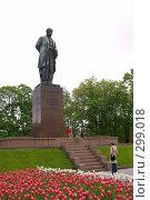 Купить «Киев. Памятник Тарасу Шевченко в сквере напротив одноименного университета», фото № 299018, снято 3 мая 2008 г. (c) Julia Nelson / Фотобанк Лори