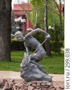"""Купить «Киев. Скульптура """"Мальчик, мучающий рыбу""""», фото № 299038, снято 3 мая 2008 г. (c) Julia Nelson / Фотобанк Лори"""