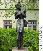 Купить «Филфак Санкт-Петербургского гос-университета. Внутренний дворик. Скульптура девушки», фото № 299646, снято 14 мая 2008 г. (c) Морковкин Терентий / Фотобанк Лори