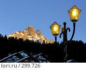 Купить «Зажженные фонари Мерибеля, Франция», фото № 299726, снято 26 января 2008 г. (c) Fro / Фотобанк Лори