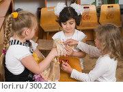 Купить «Девочки играют с куклами», фото № 300202, снято 22 мая 2008 г. (c) Федор Королевский / Фотобанк Лори