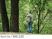 Купить «Девушка на фоне зелени», фото № 300230, снято 10 мая 2008 г. (c) Абдурагимова Наталия / Фотобанк Лори