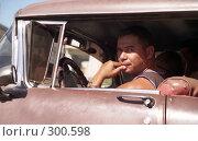 Купить «Кубинский водитель. Гавана», эксклюзивное фото № 300598, снято 3 июня 2020 г. (c) Free Wind / Фотобанк Лори
